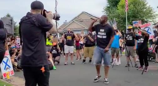 Democrat encouraging people to burn the neighborhood down